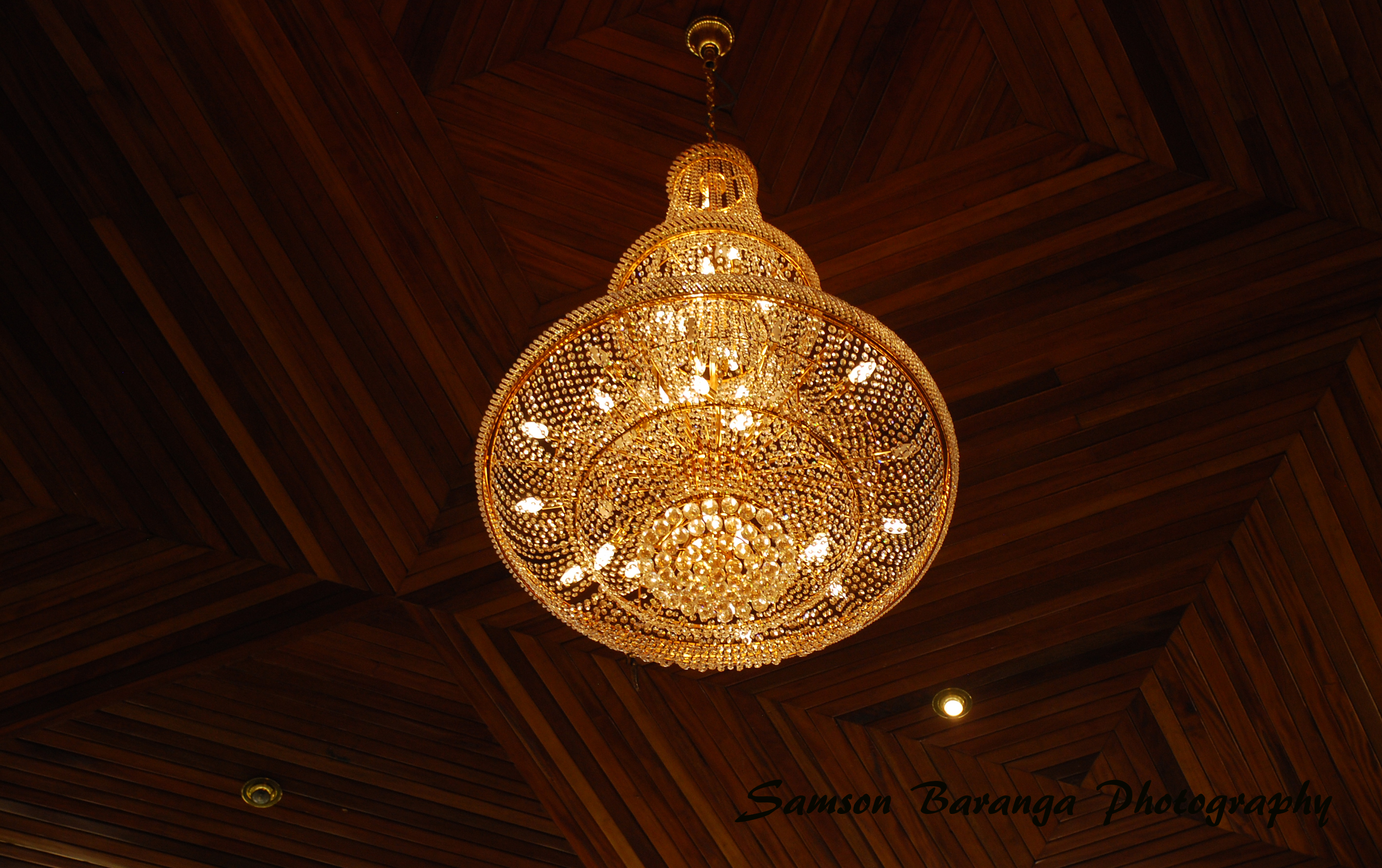 Kings palace bigsamphotography the chandelier inside the kings palace the palace is located on a hill overlooking fort aloadofball Image collections
