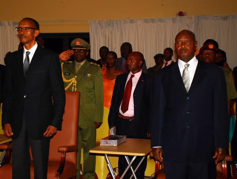 Presidents Paul Kagame of Rwanda and Yoweri Museveni of Uganda